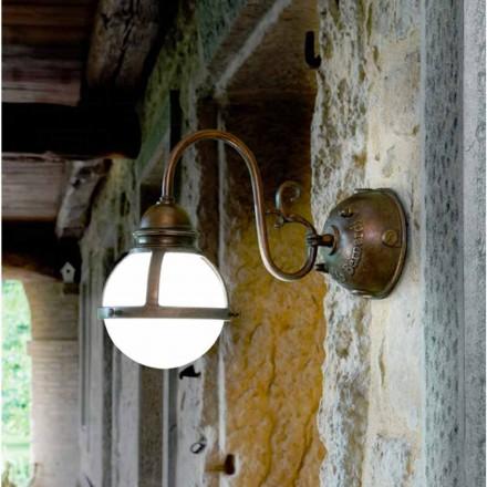 Wall lemů staré mosazi a bílé foukané sklo