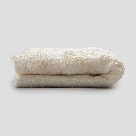 Osuška pro hosty v kombinaci froté bavlny a lnu s krajkou - Ginova