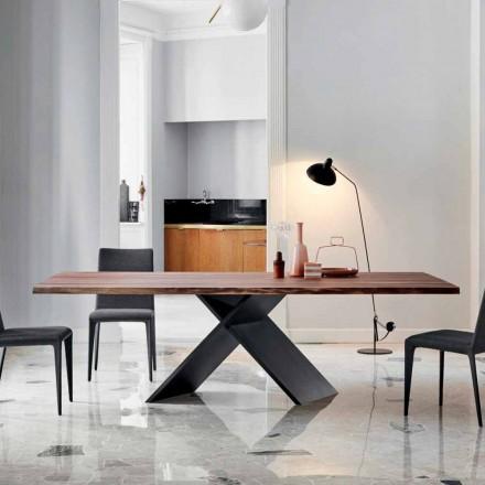 Návrhový stůl Bonaldo Axe v dřevě s přírodními hranami vyráběnými v Itálii