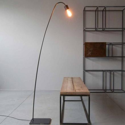 Designová stojací lampa z černého železa vyrobená v Itálii - Curva