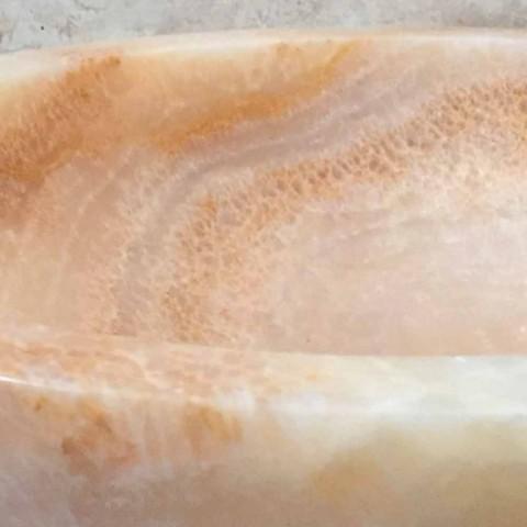 Ana navrhuje umyvadlo z přírodního kamene v designu, ručně vyrobené