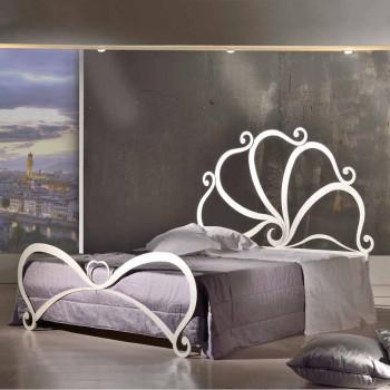 Double design žehličky se skleněnými dekoracemi v Edenu