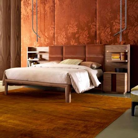Grilli York vyrobil z Itálie masivní dřevěné čalouněné dvoulůžko