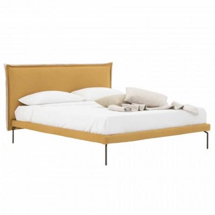 Manželská postel v látce s kovovými nohami vyrobená v Itálii - Glorio