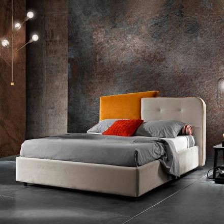 Moderní designová manželská postel v šedém a oranžovém sametu - Plorifon
