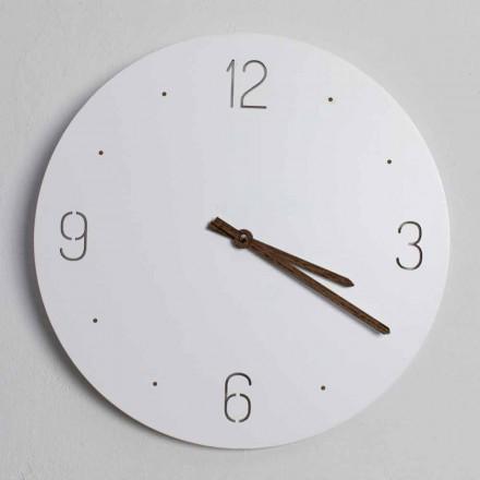 Klasický design nástěnné hodiny v bílé kulaté řezané dřevem - žoviální