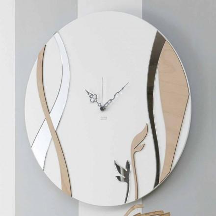 Moderní a kulaté nástěnné hodiny s dekorovaným dřevem - harmonie