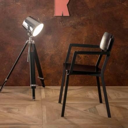 Elmas křeslo s moderním designem ve dřevě a kovu