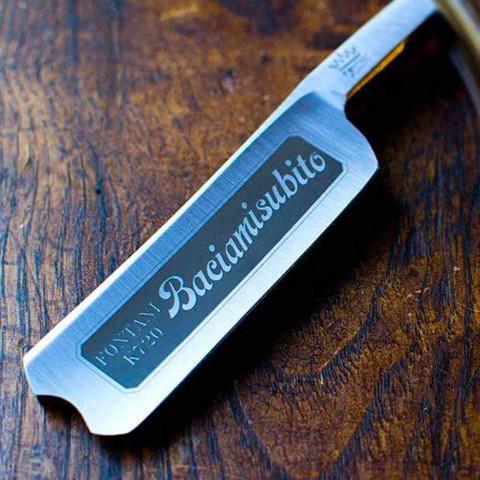 Ruční břitva z oceli s rukojetí z černé pryskyřice vyrobená v Itálii - Mello