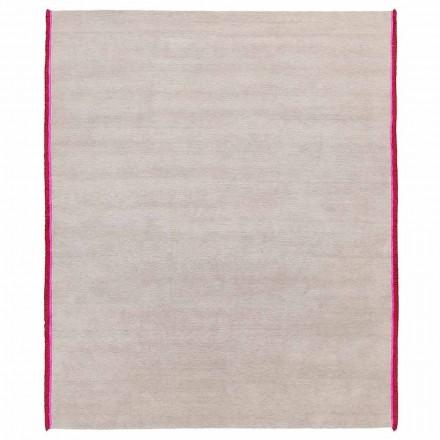 Moderní designový koberec z viskózy a bavlny s barevnými třásněmi vyrobenými z hedvábí - Garbino