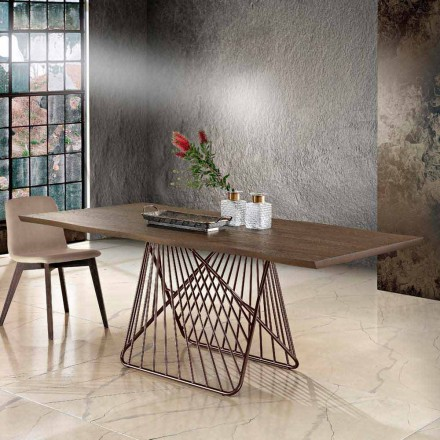 Moderní jídelní stůl z masivu z Itálie
