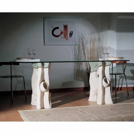 by kamenem jídelním stolem a moderním designu křišťálu Daiana