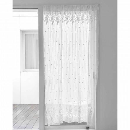 Záclona z bílého tylu s výšivkou puntíky a květinami, design - Eucariota