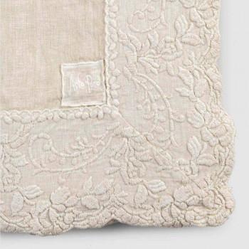 Béžový plátěný čtvercový ubrus s ručně vyrobenou luxusní výšivkou okvětních lístků - Vippel
