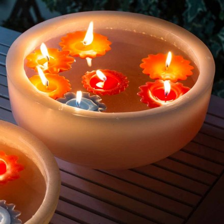 Kulatá vosková vana s barevnými plovoucími svíčkami vyrobenými v Itálii - Utina
